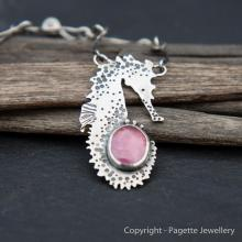 Seahorse with Ruby N110