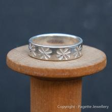Patterned Ring Band R142